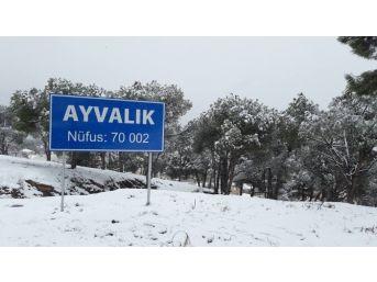 Kuzey Ege'de Yoğun Kar Yağışı Başladı