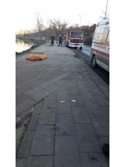 Kaldırımdaki Kadını Ezip Dereye Uçtu; 1 Ölü 1 Yaralı