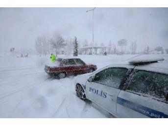 Konya-ısparta Karayolu Yoğun Kar Yağışı Ve Tipi Nedeniyle Ulaşıma Kapatıldı