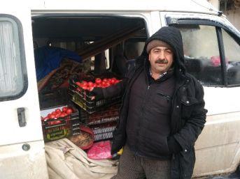 Hisarcık'ta Pazarcı Esnafı Soğuktan Tezgah Açamadı