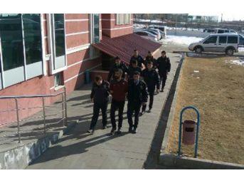 Erciş'te Hırsızlık Ve Uyuşturucu Suçundan 6 Kişi Tutuklandı