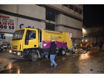 Çöpe Dökülen Soba Közü Çöp Arabasını Yakıyordu