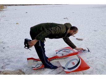 Buz Tutan Mogan Gölü, Model Uçak Için Pist Oldu