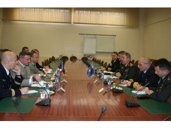 Genelkurmay Başkanı Hulusi Akar, Brüksel'de Askeri Temaslarda Bulundu