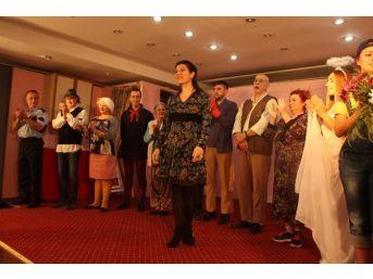 Kuşadası Belediye Tiyatrosu Söke'de Sahne Aldı