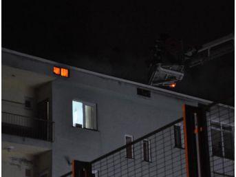 Çatı Yangını Apartman Sakinlerini Endişelendirdi