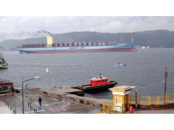 Dev Konteyner Gemisi Çanakkale Boğazı'ndan Geçti...