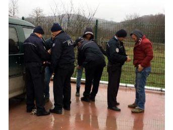 Minibüste Uyuşturucu Kullanan 3 Kişiye Gözaltı...
