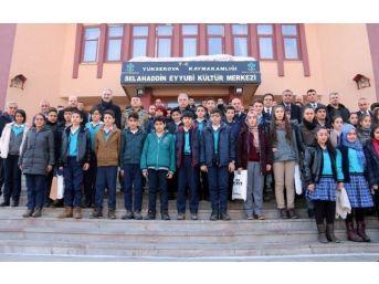 Yüksekova'daki Öğrencilere Kitap Yardımı