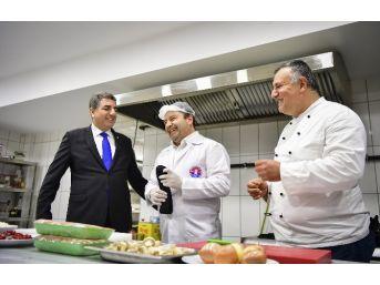 Başkan Ali Kılıç, Gözleri Kapalı Yemek Yaptı
