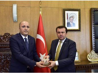 Mhp'den Kahramanmaraş Büyükşehir Belediye Başkanı Erkoç'a Anlamlı Hediye