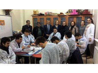 """İşkur'dan """"engelleri Birlikte Aşıyoruz"""" Projesi"""