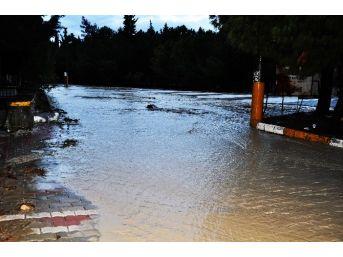 (özel Haber) Manisa Kırkağaç'ta Mahalle Sular Altında Kaldı