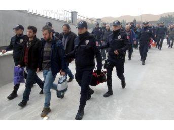 Mersin'de 'bylock'cu Polisler Adliyeye Sevk Edildi