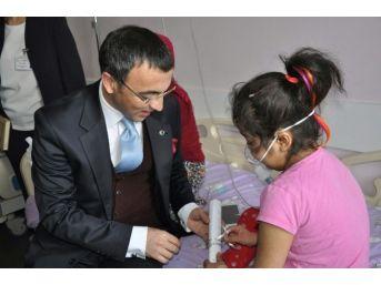 Milas'ta Tedavi Gören Öğrencilere Karne Hediyesi
