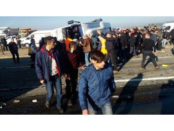 Rize'de Çay Yüklü Tır Yolcu Midibüsüne Arkadan Çarptı: 1 Ölü, 7 Yaralı