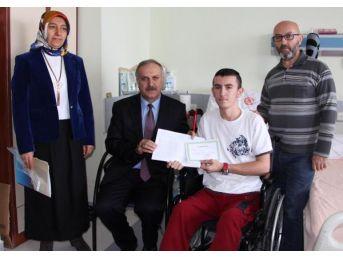 Liseli Ahmet, Karne Sevincini Hastanede Yaşadı