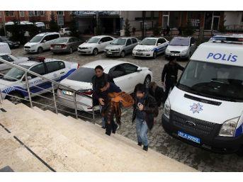 Otomobil Hırsızlığından 5 Kişi Gözaltına Alındı