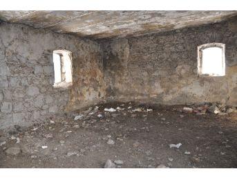Dereiçi'ndeki Tarihi Hamam Yıkılıyor
