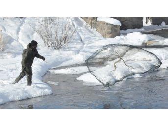 Eksi 20'de Balık Avlıyorlar