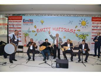 Vali Necati Şentürk İsmail Altunsaray İle Bozlak Okudu