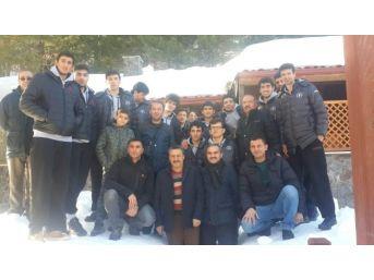 Başkan Tutal, Voleybolcuları Kutladı