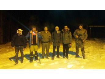 Jandarma, Dağda Kamp Yaparken Korkan 3 Üniversiteliyi Kurtardı