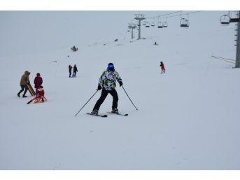 Nemrut Kayak Merkezine Yoğun İlgi