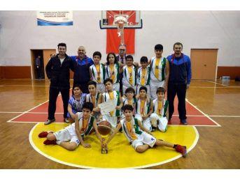 Başak Koleji Küçük Erkekler Takımı 7 Yılda 6. Kez Şampiyon