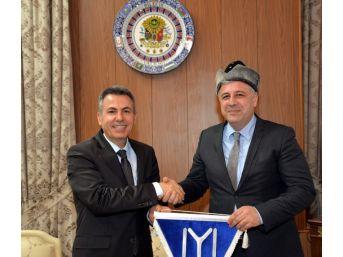 Müsteşar Yardımcısı Arat'tan Vali Elban'a Ziyaret
