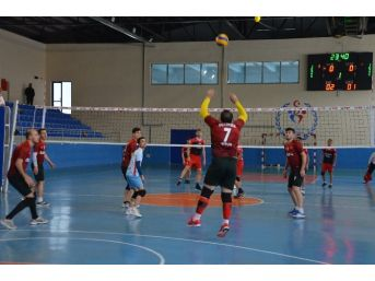 Bitlis Voleybolda Batman'ı 3-0 Yendi