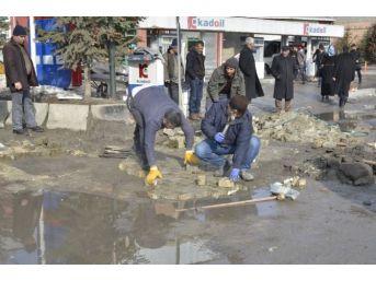 Erciş Belediyesi Kış Şartlarında Bozulan Yollar Onarılıyor