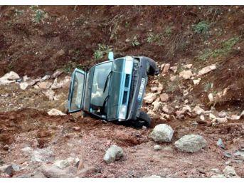 Zonguldak'ta Otomobil Şarampole Yuvarlandı: 3 Yaralı