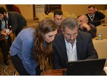 Sandıklı'da Muhtarlara İnternet Kullanma Eğitimi Verildi