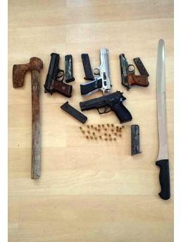 Emniyet Müdürlüğü Binası Önünde Silahlı Kavgaya 8 Tutuklama