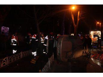 Beşiktaş'ta Bariyerlere Çarparak Takla Atan Otomobil Sürücüsünü İtfaiye Kurtardı