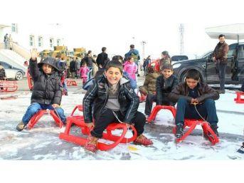 Ercişli Çocuklara Pendik'ten 500 Kızak