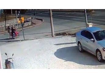 Trafik Kazası Saniye Saniye Güvenlik Kamerasında