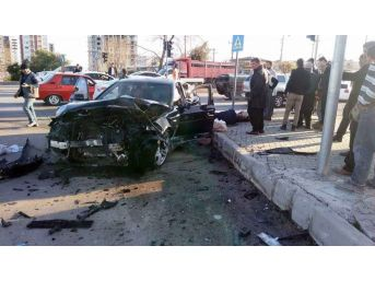 Erdemli'de Trafik Kazası: 3 Ağır Yaralı