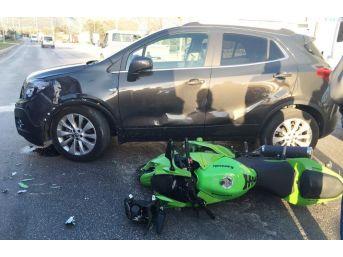 Milas'ta Motosikletle Otomobil Çarpıştı; 2 Yaralı