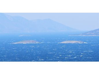 Sahil Güvenlik Ekipleri Fırtınanın Dinmesini Bekliyor