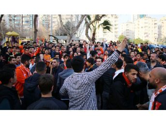 Adanaspor Antrenmanına Taraftar Protestosu