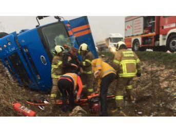 Kargo Kamyonu Kaza Yaptı : 1 Yaralı