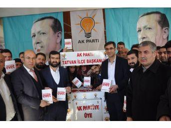 Tatvan'da 'anayasa Değişikliği Ve Halk Oylaması' Toplantısı
