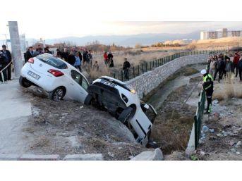 Burdur'da Kaza: 3'ü Öğrenci, 6 Yaralı...