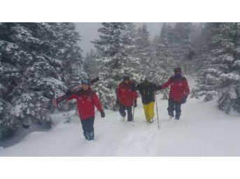 Uludağ'da Kaybolan Kayakçı Jandarma Ekipleri Tarafından Bulundu.
