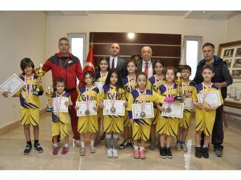 Gkv'li Minik Sporculardan Jimnastikte 3 Kupa 13 Madalya