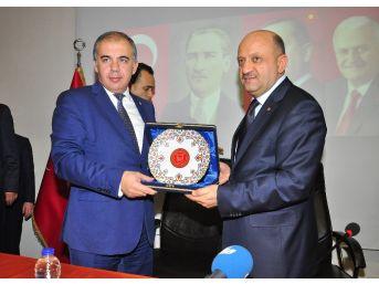 """Bakan Işık: """"türkiye'de Parlamenter Sistemi Tıkayan Chp'dir"""""""