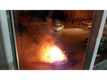 Kayseri'de Otomobil Alev Alev Yandı