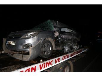 İşçi Servisi İle Otomobil Çarpıştı: 2 Ölü, 5 Yaralı